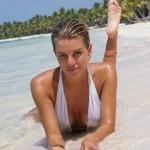 Полина из Физрука на пляже