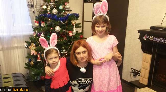 Мишулина и её дочки (слева Полина, справа Кристина)