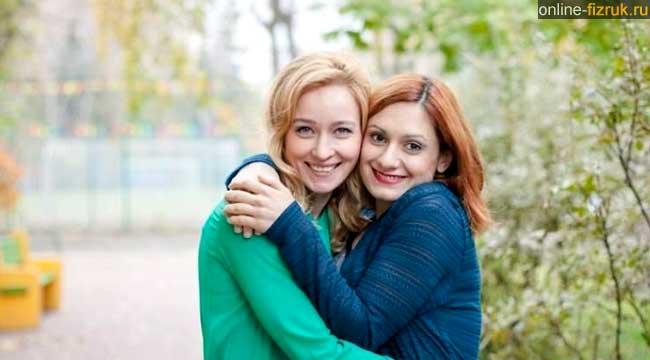 """Карина Мишулина и Анастасия Панина на съемках сериала """"Физрук"""""""